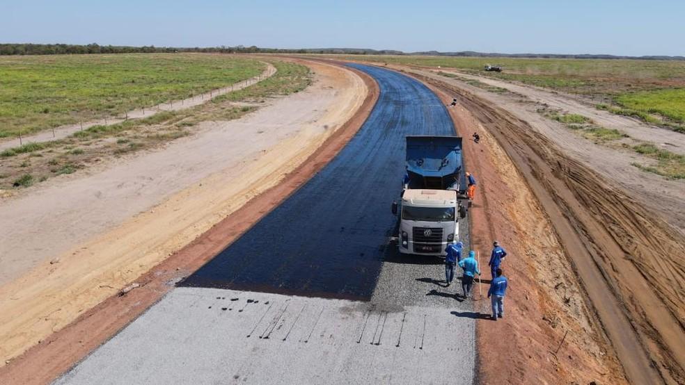 Obras de implantação do asfalto da rodovia TO-247 já estão em andamento